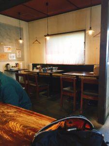 中華そば麦家(ばくや)のテーブル席