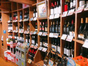 ワインが所狭しと並んでいる