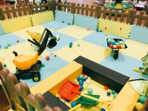 子供が遊ぶ工事現場スペース