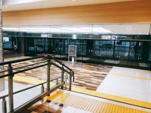 成田空港ターミナルの入口