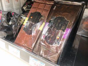 海外のチョコレートが陳列されている