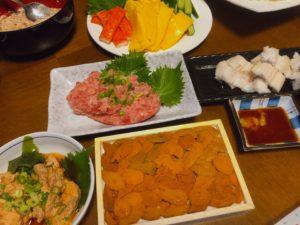 手巻き寿司のネタが並んでいる