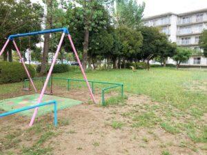 公園にあるブランコ