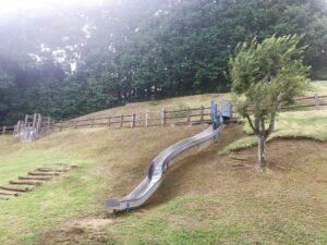 公園にある滑り台